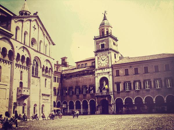 Modena Piazza Duomo - Trip from Bologna